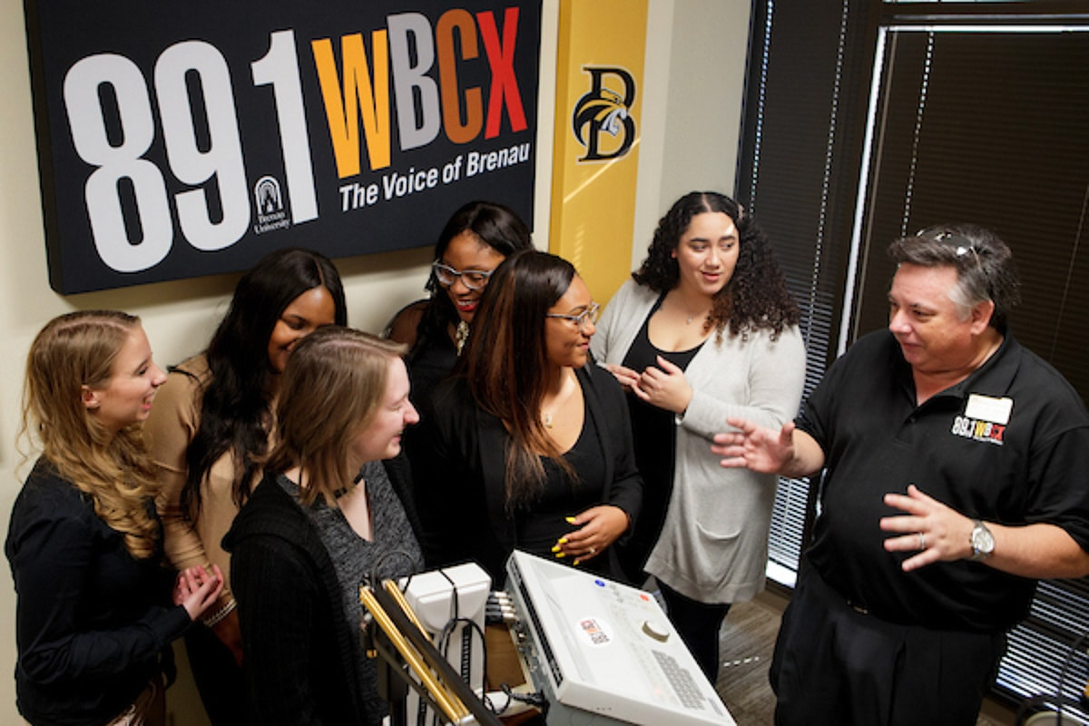 Brenau students discuss their next student program with Jay Andrews, Director of Broadcasting & Digital Communications.
