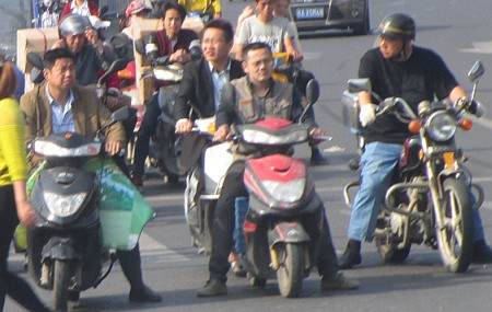 Two-wheeled transportation on the streets of Hefei
